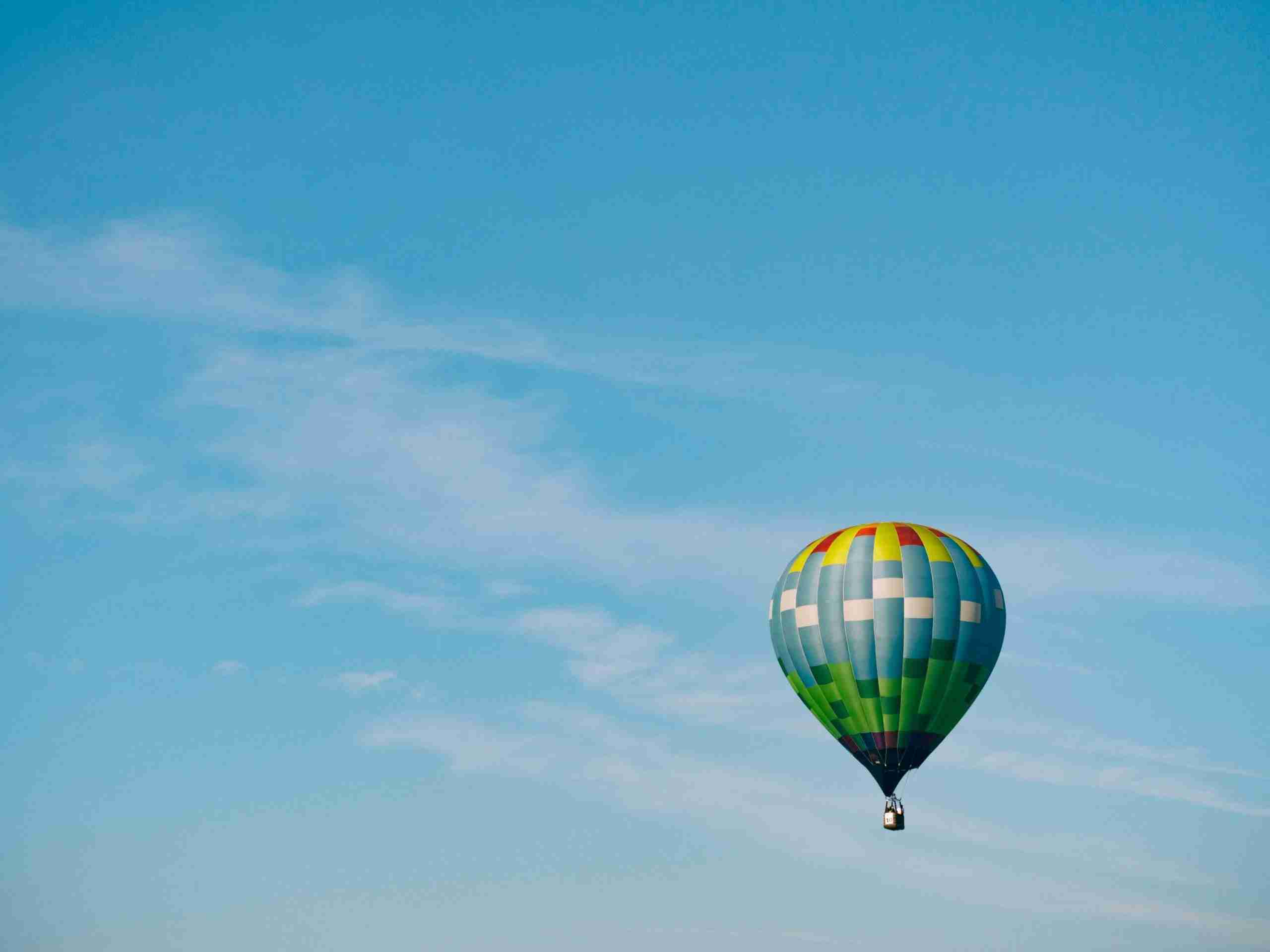 A hot air balloon rising into the sky, representing how with customer experience consulting your organisation can also rise in terms of customer experience.